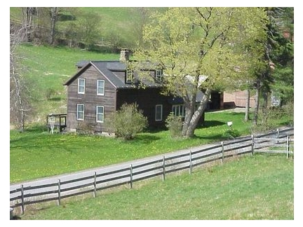 Euro chic vacation home w 30 acres in upstate ny artists for Modern house upstate ny